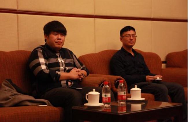 锦行科技首席运营官董梁(左)与产品总监胡鹏(右)